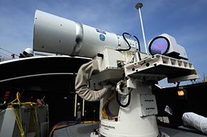 固体レーザー兵器システム 固体レーザー兵器システム. またズムウォルトは駆逐艦