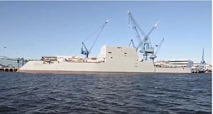 横から見たズムウォルト級ミサイル駆逐艦